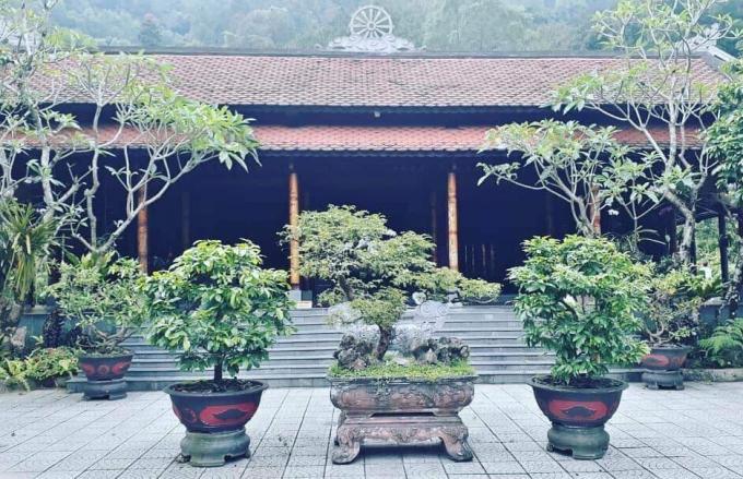 Chính diện chùa Huyền Không.