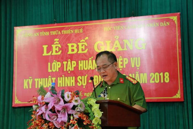Đại tá Lê Văn Vũ - Phó Giám đốc Công an tỉnh Thừa Thiên Huế phát biểu chỉ đạo.