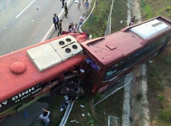Vụ tai nạn trên đường cao tốc Nội Bài - Lào Cai ngày 21/12đã khiến 2 người tử vong tại chỗ, 22 người khác bị thương.