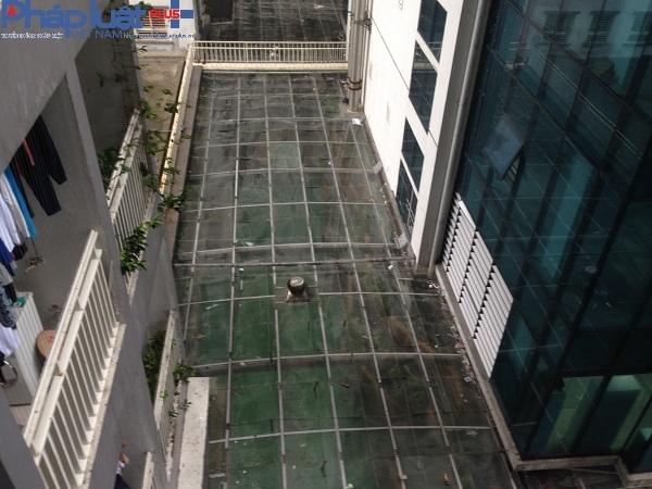 Diện tích đất chung theo thiết kế là khu sân vườn, nay đã bị biến thành bể bơi