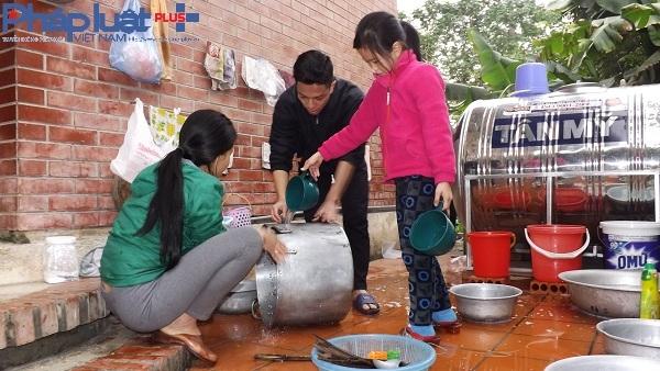 Các thành viên trong gia đình Làng trẻ em SOS đang tất bật chuẩn bị cho ngày tết.
