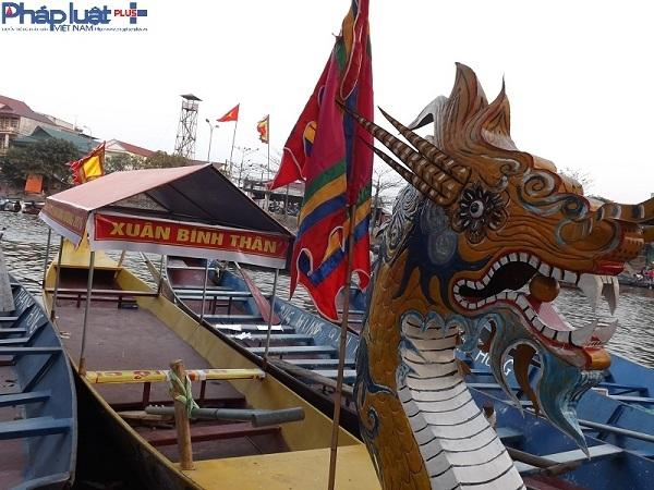 Khách thập phương tấp nập đổ về chùa Hương trước giờ khai hội