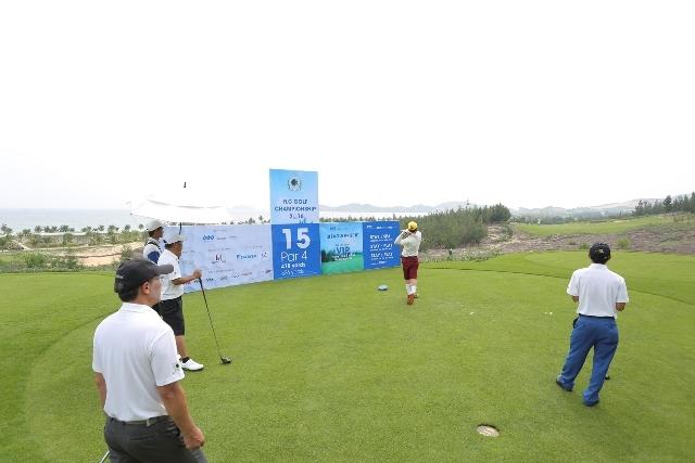 FLC Golf Championship 2016 được tổ chức tại sân golf FLC Quy Nhơn Golf Links - khai trương đầu năm. Vẻ đẹp của sân golf này cùng uy tín của giải tiếp tục thu hút đông đảo gôn thủ trên cả nước tham gia.