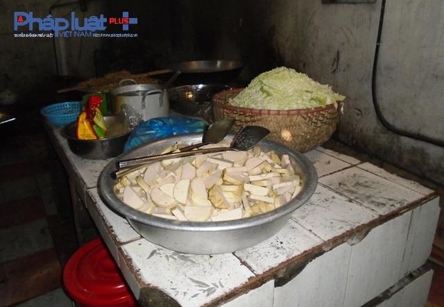 Hiện trường khu vực chế biến thức ăncơ sở cơm hộp Phương Lộc Phát.