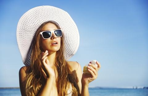 Kem chống nắng quá hạn sử dụng không những không mang lại kết quả như mong muốn mà còn gây hại cho bạn.( ảnh minh họa)