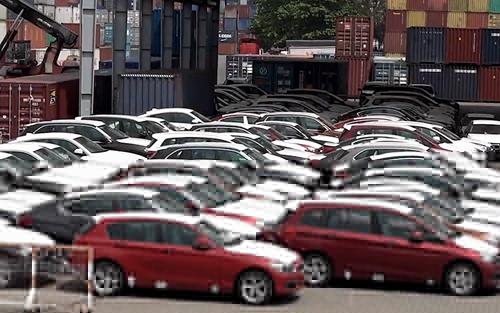 Nhiều đại lý lấy lý do không có xe nên yêu cầu người mua trả thêm nếu muốn kịp có xe đi vào dịp Tết.