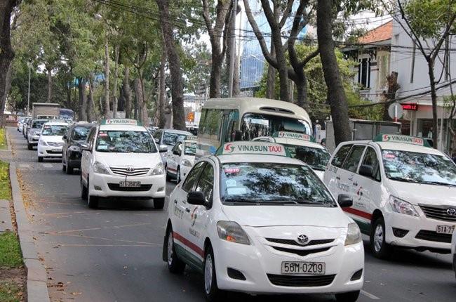 Đuối sức trong cuộc chiến với taxi công nghệ, Vinasun đề xuất giải pháp nhượng quyền kinh doanh với tài xế nhưng không được cơ quan chức năng đồng ý. Ảnh: Anh Quân.