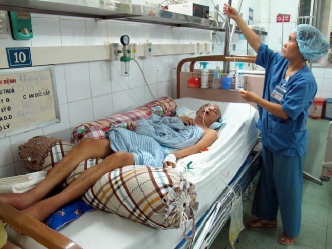 Cấp cứu và điều trị cho bệnh nhân bị tai nạn giao thông tại Bệnh viện đa khoa Xanh Pôn.