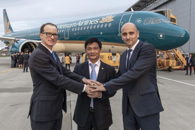 Airbus A321neo là phiên bản cải tiến của A321ceo - máy bay thân hẹp chủ lực hiện tại của Vietnam Airlines với đội bay 58 chiếc. Với nhiều ưu điểm vượt trội, A321neo hứa hẹn sẽ mang đến những trải nghiệm mới mẻ cho hành khách.