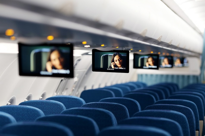 Đặc biệt đội bay của Vietnam Airlines được trang bị thêm hệ thống giải trí không dây (Wireless streaming)với các chương trình phim điện ảnh, phim truyền hình và âm nhạc tương tự tiêu chuẩn giải trí của máy bay Boeing 787/A350. Hệ thống Wireless streaming trên A321neo sẽ giúp Vietnam Airlines