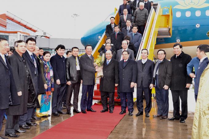 Chào đón Thủ tướng Chính phủ Nguyễn Xuân Phúc đi trên chuyến bayVN9716của Vietnam Airlines từ Hà Nội hạ cánh tại sân bay Vân Đồnlúc 08h50ngày 30/12/2018