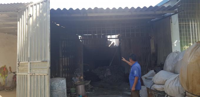 Căn nhà dột nát, xập xệ của gia đình ông Hoàng Văn Năm có nguy cơ sụp đổ bất cứ lúc nào.