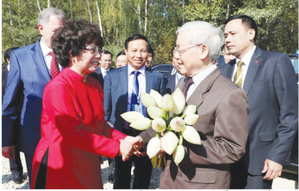 Bà Thái Hương vui mừng, xúc động chào đón Tổng Bí thư, Chủ tịch nước Nguyễn Phú Trọng đến dự Lễ khởi công Nhà máy tại tỉnh Kaluga, Liên bang Nga nhân chuyến thăm chính thức Liên bang Nga.