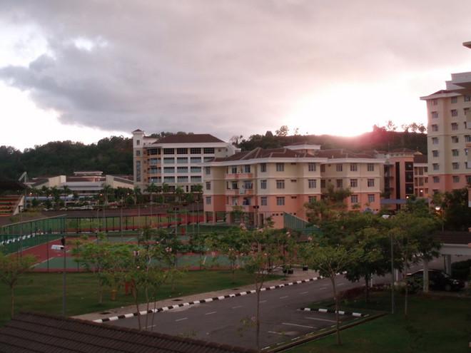 Trường cao đẳng Labuan Matriculation nơi xảy ra vụ việc