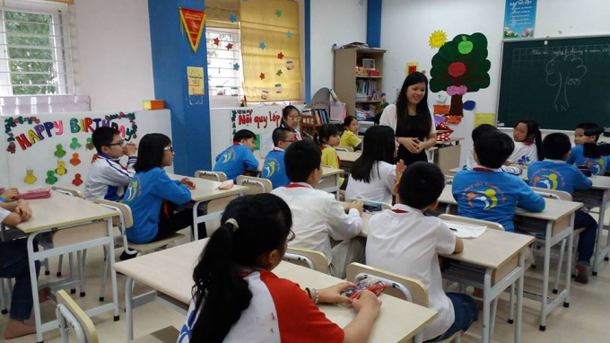 Tiến sĩ Vũ Thu Hương trong một lớp học