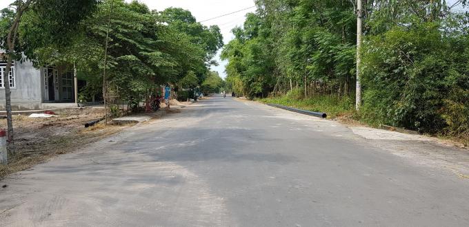 Dự án đường tỉnh lộ 10A đoạn từ nghĩa trang liệt sĩ huyện đến đường Nội thị số 2 đã được hoàn thành và đưa vào sử dụng từ cuối năm 2014 nhưng đến nay đơn vị thi công là Công ty TNHH MTV  xây dựng Vinh Phú vẫn chưa nhận được hết số tiền từ UBND huyện Phú Vang và Ban QLDA huyện này.