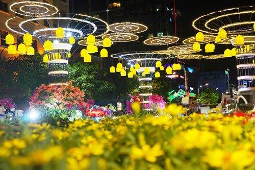 Ngoài việc bổ sung nhiều loại hoa lạ, đường hoa cũng áp dụng công nghệ trình chiếu ánh sáng mỹ thuật, công nghệ chụp hình thực tế ảo.