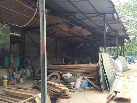 Căn nhà xưởng được gia đình ông Nguyễn Công Minh xây dựng trên mảnh đất 200m2 mượn của xã Đại Mỗ (ảnh Đ-Quyết).