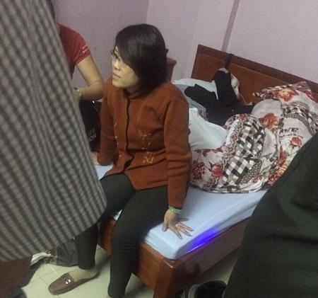 Đối tượng Quỳnh bị bắt khi đang ở trong nhà nghỉ. (Ảnh: Đông Bắc)