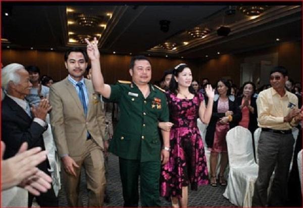 Lê Xuân Giang (Lê Xuân Hà), mặc bộ quân phục cùng bộ sậu của Liên Kết Việt đã bị bắt về hành vi lừa đảo chiếm đoạt tài sản.