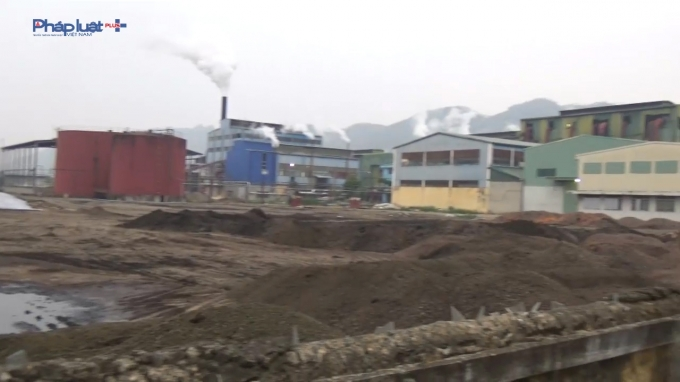 Lượng phân vi sinh quá nhiều làm ô nhiễm nguồn đất.