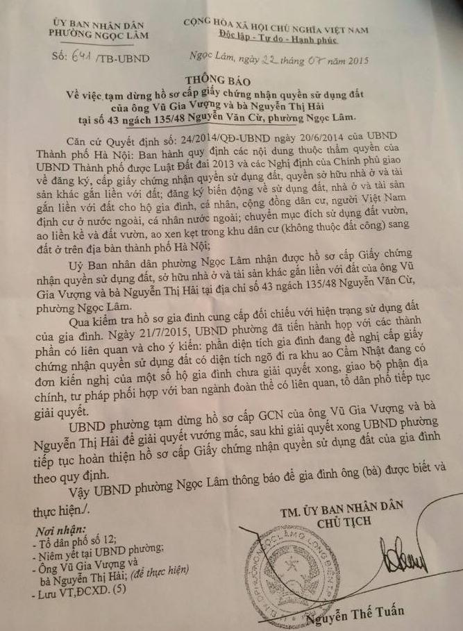 Thông báo của UBND phường Ngọc Lâm ngày 22/7/2015 về việc tạm dừng cấp giấy chứng nhận quyền sử dụng đất cho gia đình bà Nguyễn Thị Hải vì đang có tranh chấp giữa các hộ gia đình.