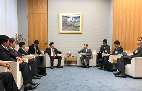 Phó Thủ tướng Trịnh Đình Dũng khẳng định chính sách đối ngoại nhất quán của Việt Nam luôn coi Nhật Bản là đối tác quan trọng hàng đầu và lâu dài. (Báo Chính Phủ).