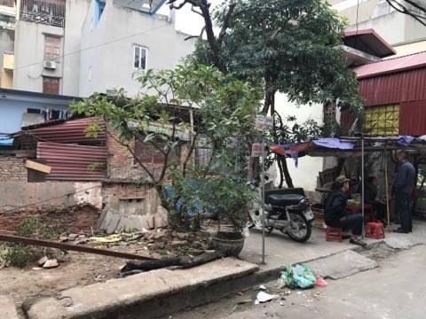 Quán trà đá nằm trên thửa đất mà theo ông Đào Đình Phủ là đất của gia đình ông đã bị các đối tượng đốt trong đêm 13/11.