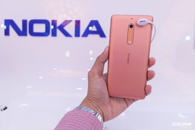 Trên tay Nokia 5 chính hãng: Smartphone vỏ kim loại thời trang, giá 4,3 triệu đồng