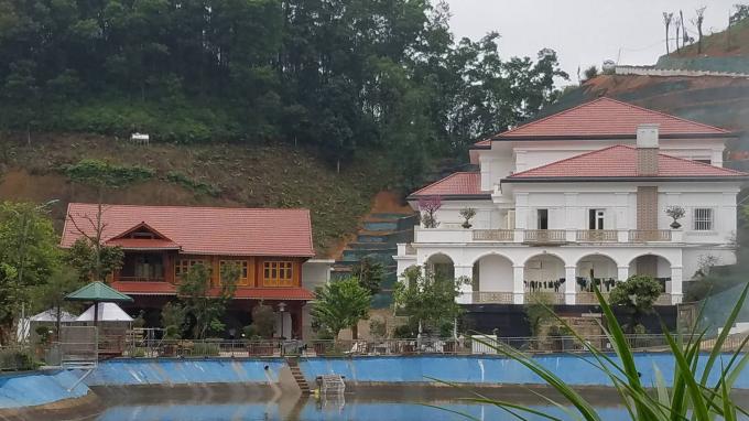 Khu dinh thự khủng của ông Phạm Sỹ Qúy, Giám đốc Sở TNMT tỉnh Yên Bái được xây dựng trên một khu rừng hủm hố chứ không phải tự dưng mà có.