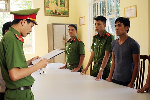 Cơ quan CSĐT đọc lệnh bắt đối tượng Bùi Mạnh Quốc.