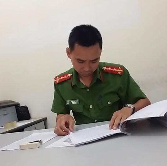 Đội phó đội điều tra Công an TP Sơn La Phạm Anh Tuấn làm việc với phóng viên Pháp luật Plus.
