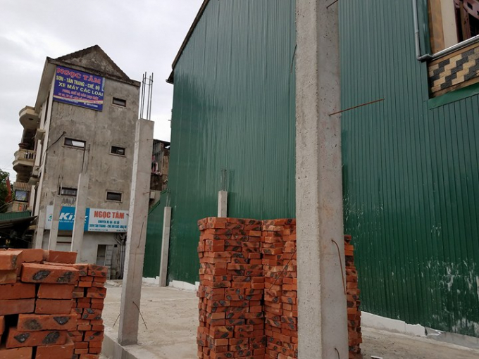Hiện trạng ngôi nhà của gia đình ông Tam mới xây xong phần móng vì cho rằng có tranh chấp với gia đình anh Lương Sỹ Đằng.
