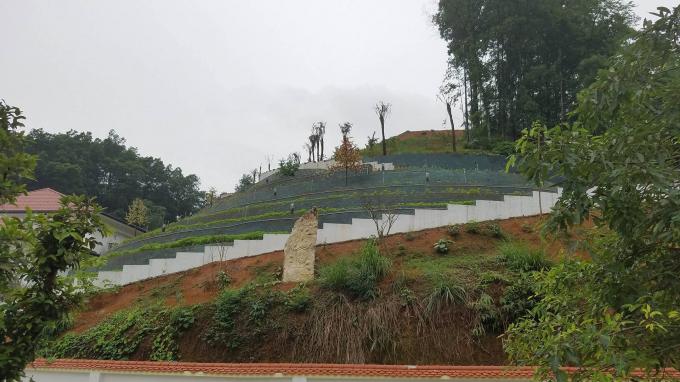 Khu dinh thự của ông Phạm Sỹ Qúy án ngữ ngay trung tâm TP Yên Bái được ông Nguyễn Yên Hiền ký chuyển đổi mục đích đất sử dụng từ đất rừng, đất nuôi trồng thủy hải sản sang thành đất thổ cư được cấp giấy chứng nhận quyền sử dụng đất.