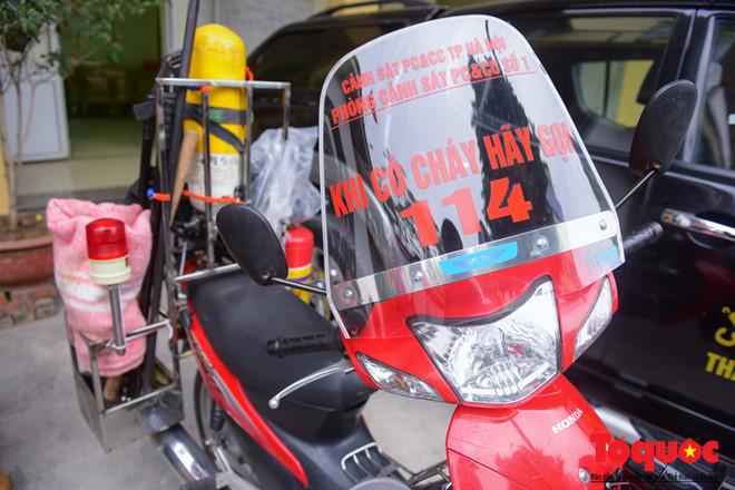 Với loại hình xe máy chữa cháy này, lợi thế lớn nhất là rất cơ động khi xử lý các đám cháy nhỏ, ngõ sâu hoặc phương tiện cháy trên đường, nhất là khi tắc đường. Hoặc khi nguồn nước xa quá, vòi của xe cứu hỏa không hút được, khi đó những xe mô tô này sẽ rất hữu ích.
