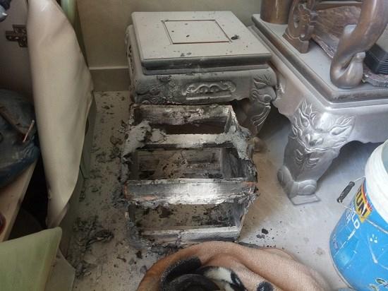 Nhiều đồ đạc trong căn nhà xảy ra vụ nổ bị vỡ vụn, hư hỏng nặng