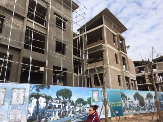 Các hạng mục trong dự án khu nhà ở thấp tầng TT1 Biệt thự Khai Sơn Hill Long Biên đang trong quá trình hoàn thiện khi chủ đầu tư ngang nhiên thi công không phép.