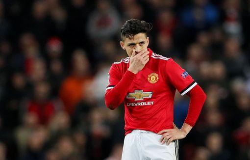 Sanchez gây thất vọng rất lớn ở trận thua tệ hại này.