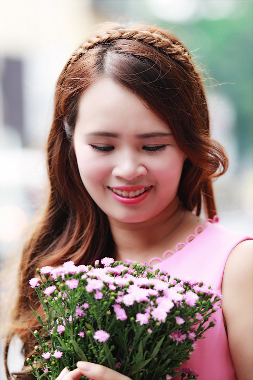 Nhà thơ Phạm Thị Ngọc Thanh, kiêm giám đốc Công tySunflower Books.