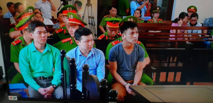 Ba bị cáo có mặt tại phiên tòa.