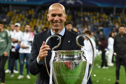 Zinedine Zidane bất ngờ từ chức HLV Real Madrid.