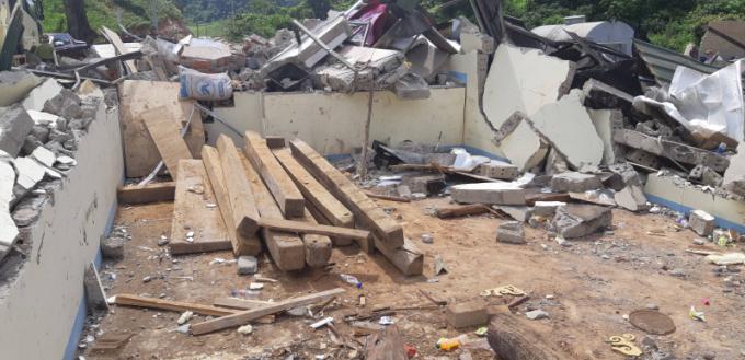 Toàn bộ diện tích ngôi nhà hơn 100m2 của Nguyễn Thanh Tuân giờ đây chỉ còn là một đống đổ nát.