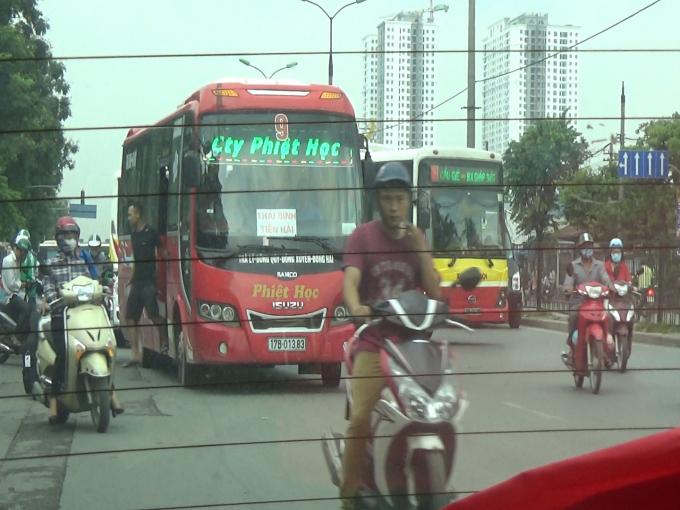 Nhà xe Phiệt Học, Tôn Thắng dừng đỗ, chèo kéo bắt khách