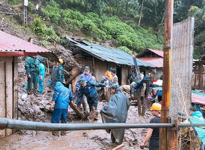 Bộ đội biên phòng đang tìm kiếm người mất tích ở xã Mù Sang, huyện Phong Thổ.