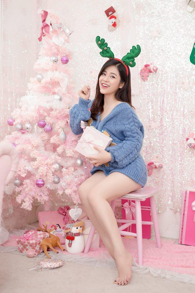 Cô sinh năm 1997, tốt nghiệp trường Cao đẳng phát thanh truyền hình Tp.HCM. Cao Vy gây ấn tượng với khán giả truyền hình qua giọng nói ấm áp và ngoại hình bắt mắt.(Ảnh: FBNV)