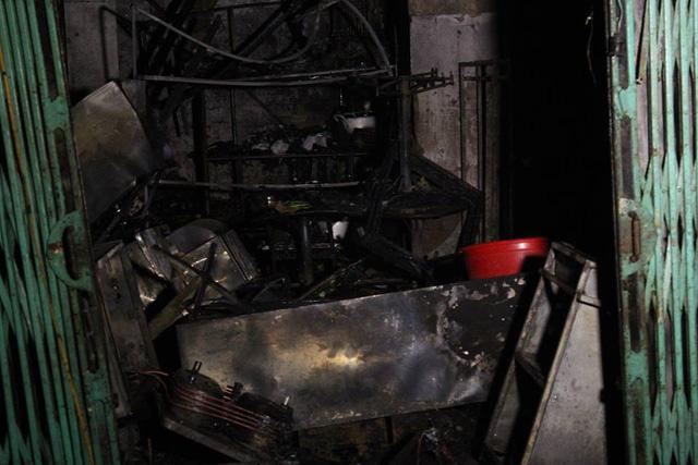 Cửa hàng sữa chữa xe máy bị thiêu rụi.