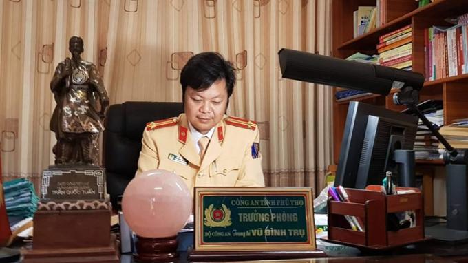 Trung tá Vũ Đình Trụ - Trưởng phòng CSGT Công an tỉnh Phú Thọ trao đổi với Phóng viên Pháp luật Plus.