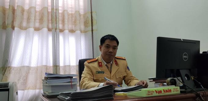 Trung tá Nguyễn Đức Hiếu – Phó trưởng phòng CSGT Công an tỉnh Sơn La trao đổi với phóng viên Pháp luật Plus.