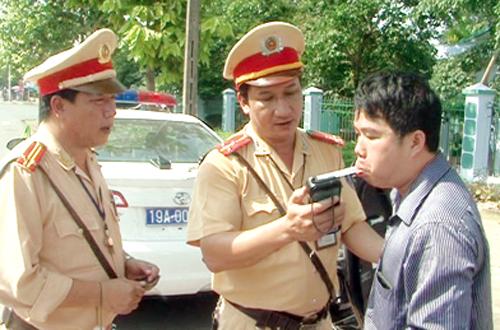 CSGT Phú Thọ tiến hành kiểm tra theo chuyên đề xử lý vi phạm nồng độ cồn.