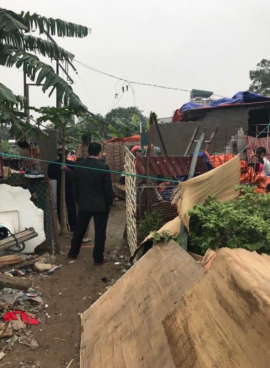 UBND phường Định Công huy động lực lượng cưỡng chế một số công trinh vi phạm mà Pháp luật Plus phản ánh.